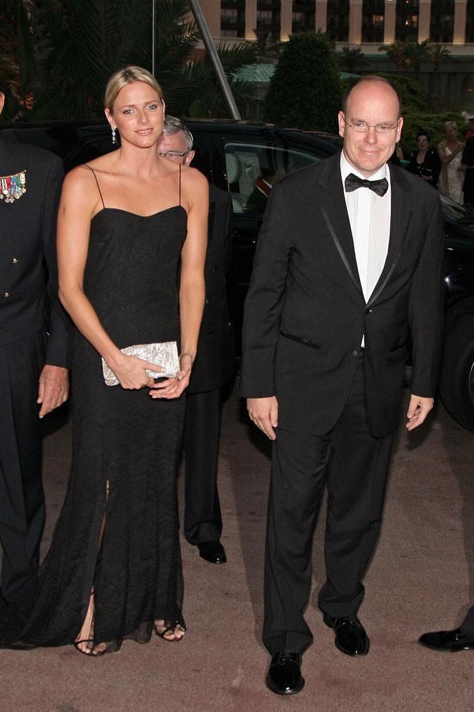 Charlene Wittstock :  une robe longue noire à fines bretelles en mai 2006