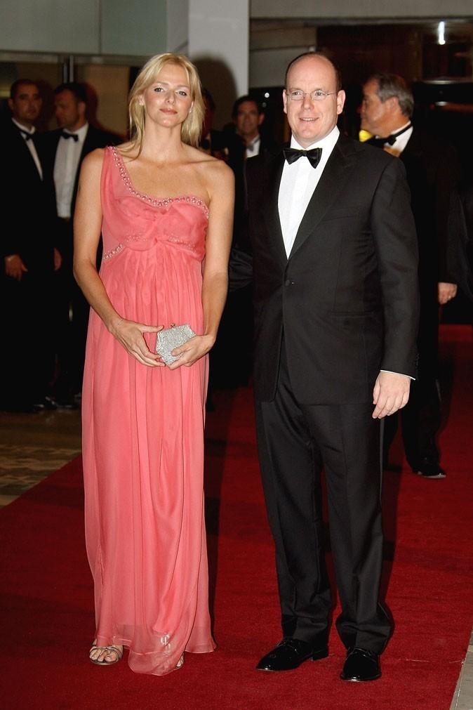 Charlene Wittstock :  une robe longue rose asymétrique en mai 2007