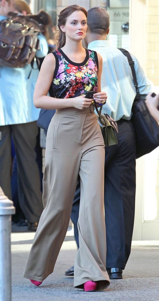 Le top à motifs et le pantalon flare taille haute de Blair Waldorf !
