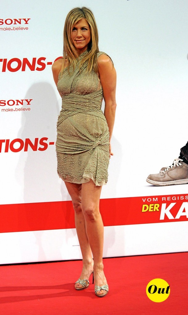La mini-robe drapée trop moulante de Jennifer Aniston en Mars 2010 !