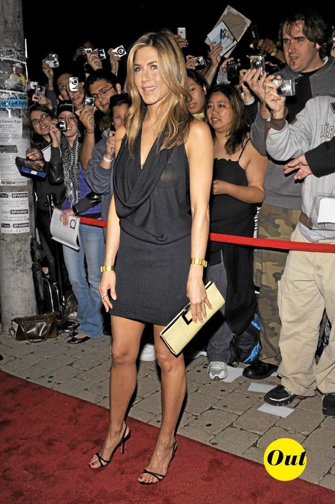 La robe trop décolletée de Jennifer Aniston en Septembre 2008 !