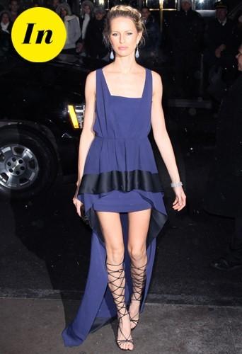 Une petit robe Vionnet, une paire de chaussures style gladiateur pour un parfaite tenue antique !