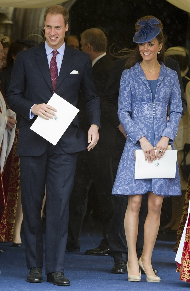 Kate Middleton et son chapeau assorti à sa tenue !