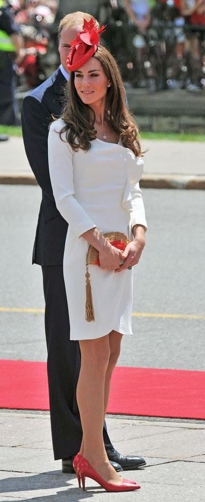 """Kate Middleton le 1er juillet 2011 au Canada : une robe crème """"Nanette"""" Reiss et un sac à main Anya Hindmarch"""