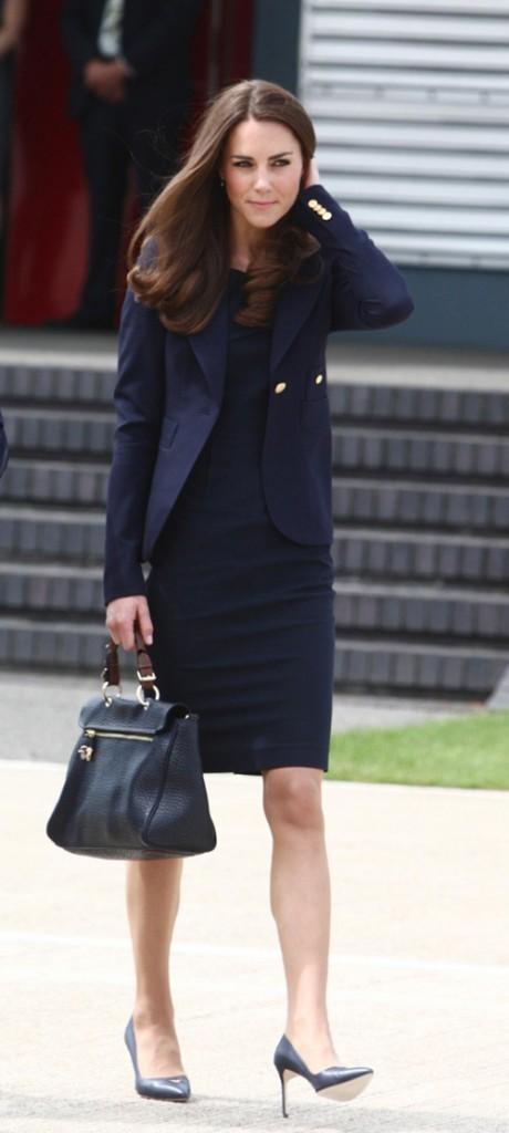 Kate Middleton le 30 juin 2011 à Londres : une robe Roland Mouret pour le premier jour de voyage