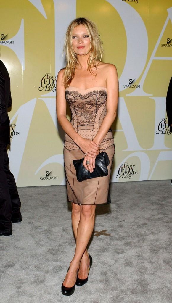 Looks de Kate Moss : une robe tendance lingerie en juin 2005