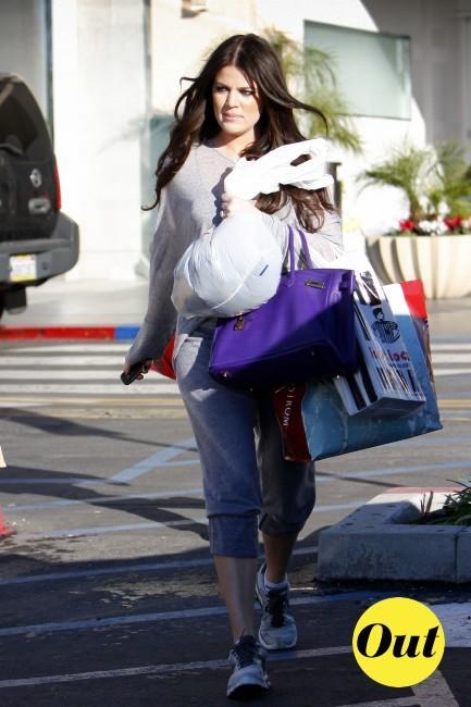 Khloe revient d'une séance shopping ou d'un cours de sport ?