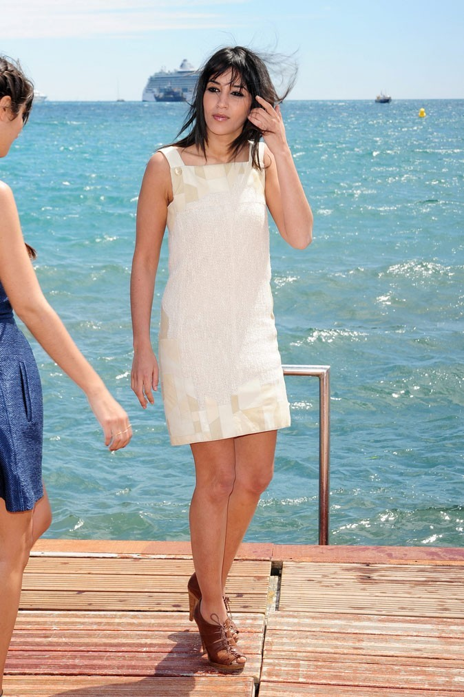 La robe droite beige de Leïla Bekhti au festival de Cannes 2010 !