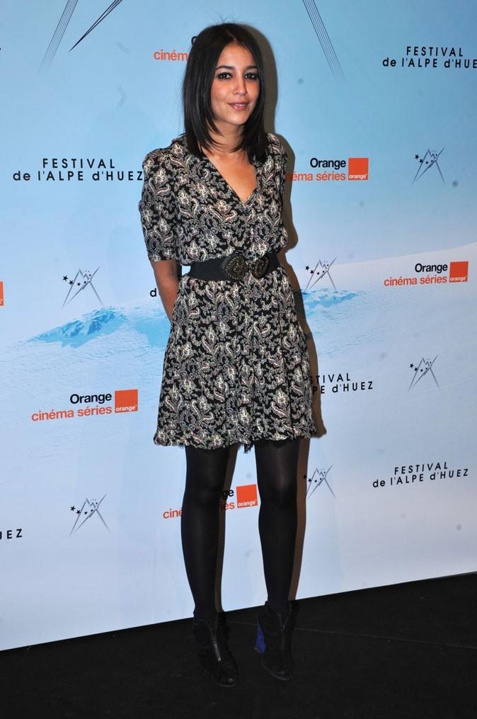 La robe fluide imprimée et ceinturée de Leïla Bekhti en Janvier 2011 !