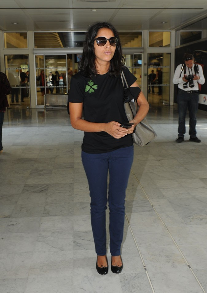 Le look casual à l'aéroport de Leïla Bekhti en Mai 2011 !