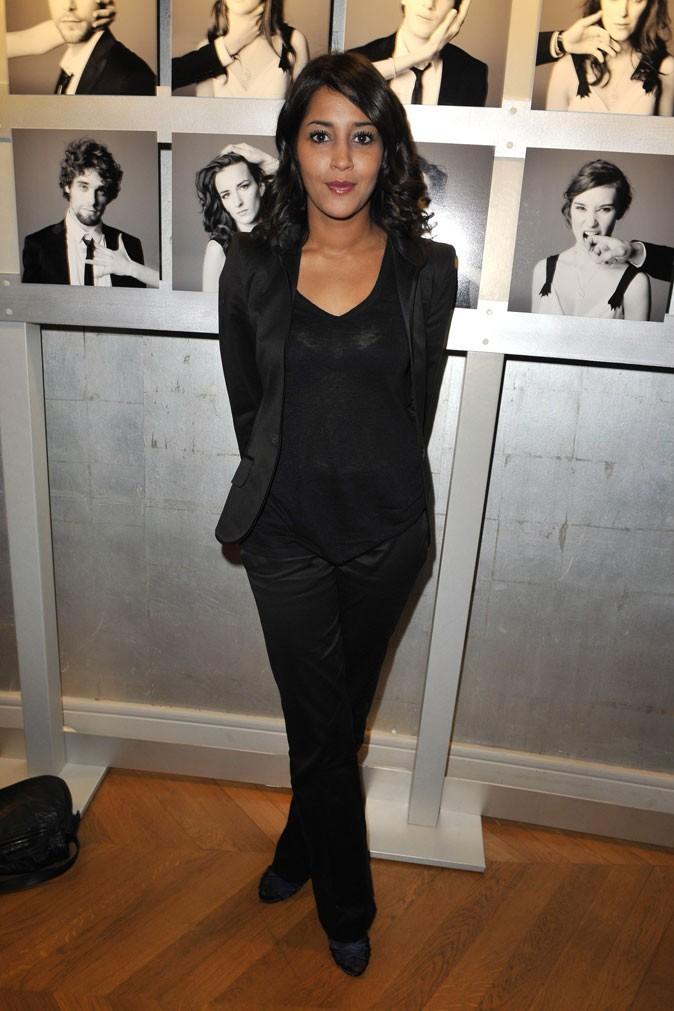 Le look tailleur noir de Leïla Bekhti en Janvier 2009 !