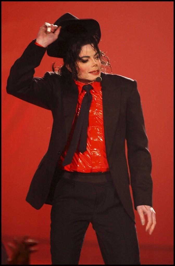 Look de Michael Jackson : chapeau bas à la chemise en vinyle en avril 2002