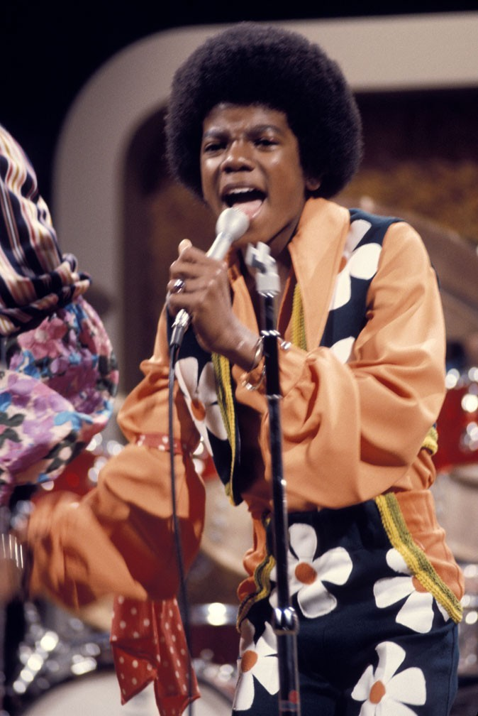 Look de Michael Jackson : des fleurs tendance hippie en 1972