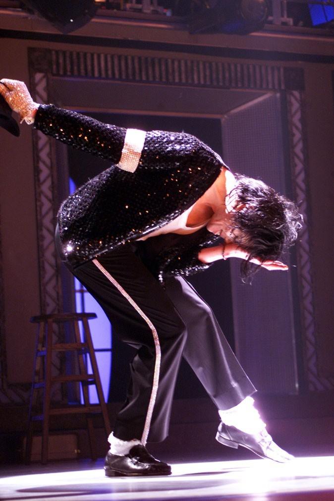 Look de Michael Jackson : mocassins + chaussettes blanches en septembre 2002