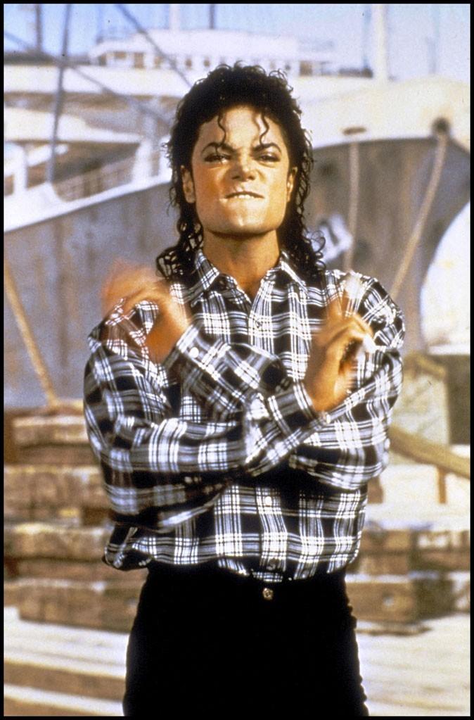 Look de Michael Jackson : une chemise à carreaux en 1980