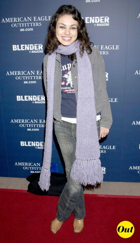 L'écharpe violette de Mila Kunis en Avril 2003 !