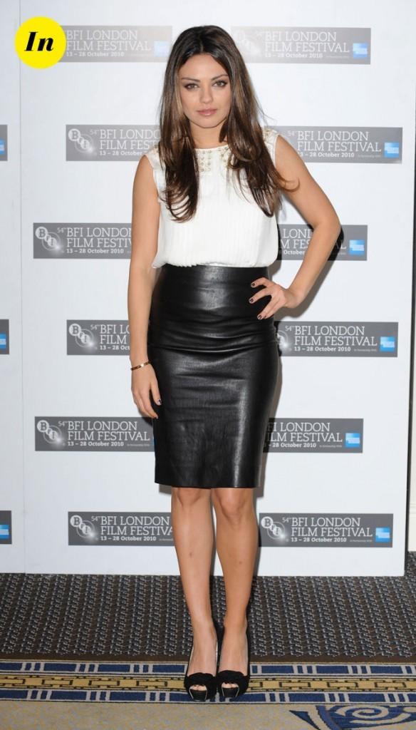 La blouse romantique et le jupe crayon en cuir de Mila Kunis en Octobre 2010 !