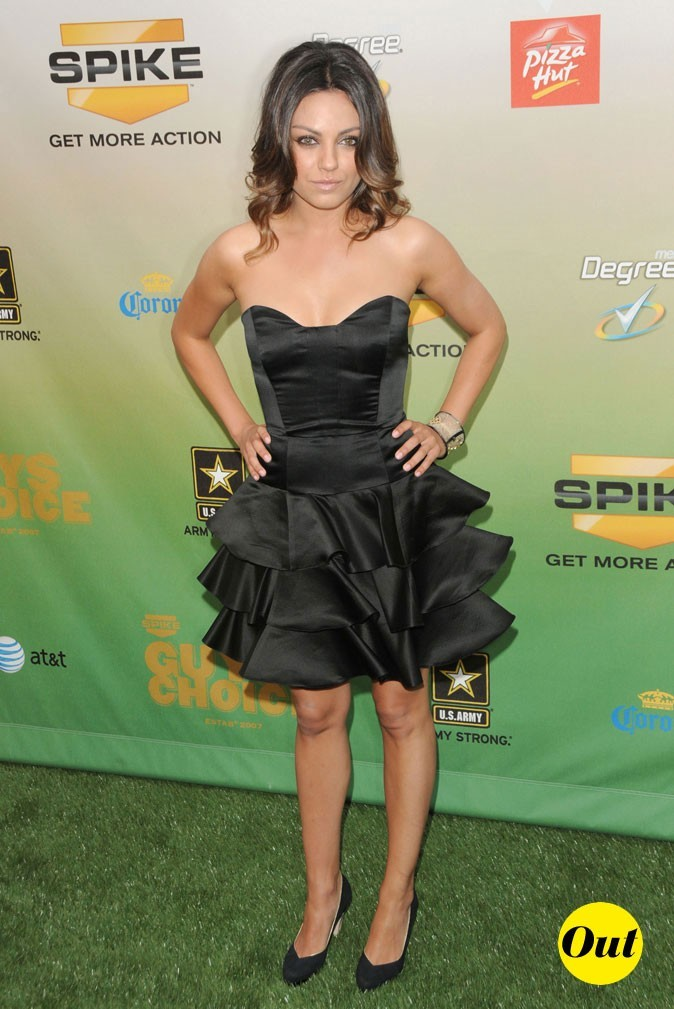 La mini-robe bustier à volants de Mila Kunis en Mai 2009 !