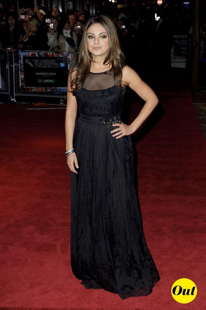 La robe longue plissée Dolce & Gabbana de Mila Kunis en Octobre 2010 !