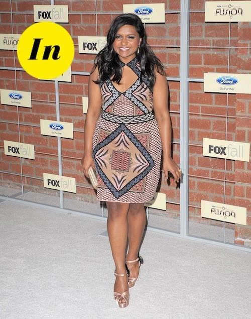 Mindy Kaling porte magnifiquement bien la robe à imprimés !