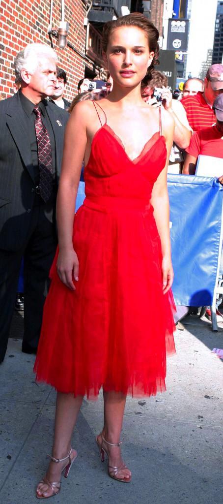 """Looks de Natalie Portman : retour sur le CV fashion de l'actrice à l'affiche demain de """"Thor : Le Monde des ténèbres"""" !"""