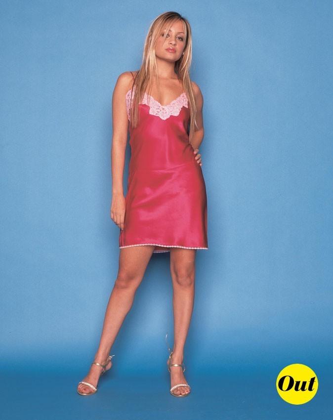 Look de Nicole Richie :  une robe rose tendance lingerie en juillet 2003