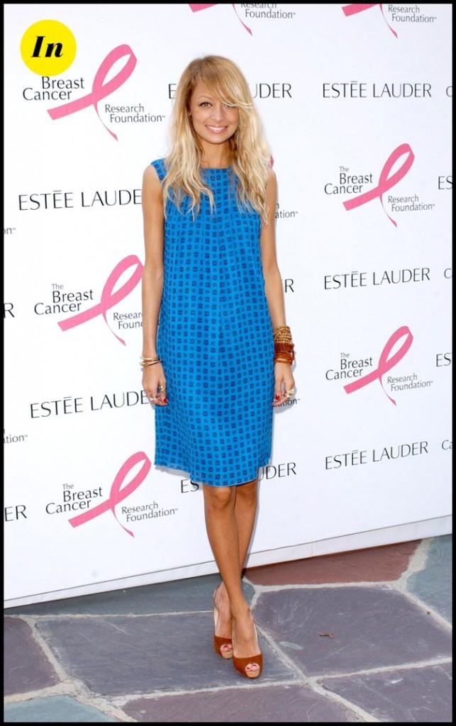 Look de Nicole Richie :  une robe trapèze bleue en septembre 2006