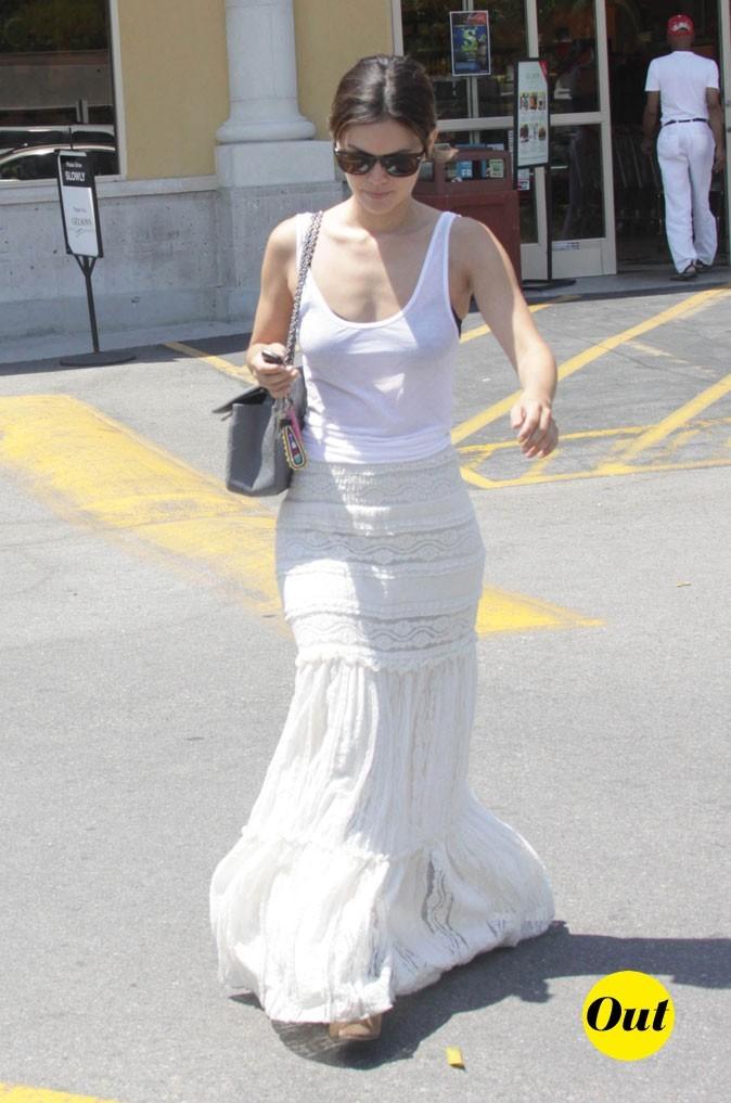 La jupe longue en broderie de Rachel Bilson en Juillet 2011 !