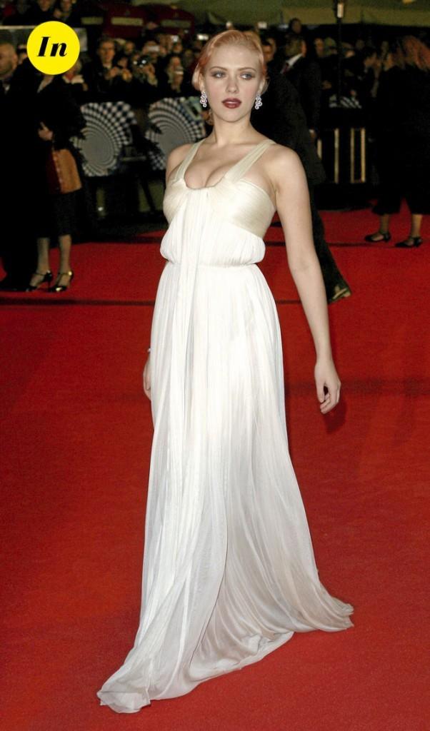 Scarlett Johansson en 2006 : une robe longue blanche tendance rétro