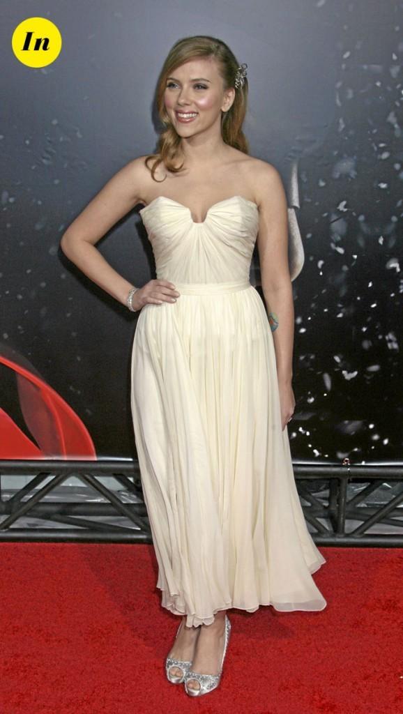 Scarlett Johansson en 2008 : une robe mi-longue crème