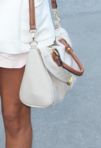 Le sac blanc à bandoulière