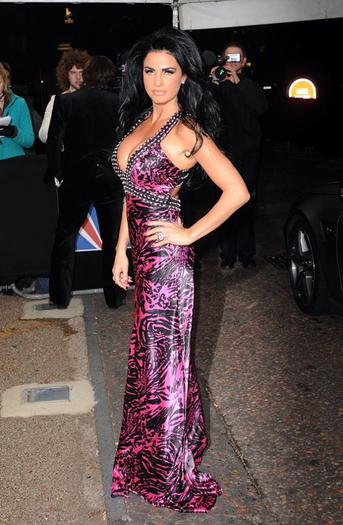La robe longue léopard rose de Katie Price !