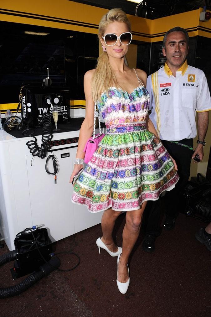 La robe rayée bayadère de Paris Hilton !