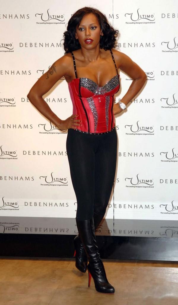 Le corset rouge strassé de Mel B !