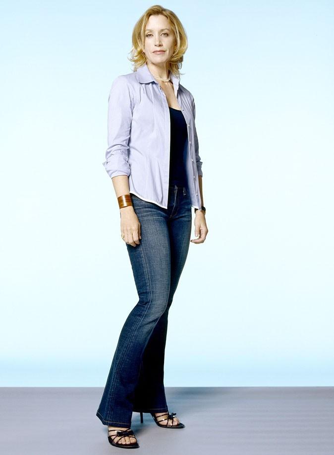 Looks de Felicity Huffman : une chemise et des sandales à talons dans Desperate Housewives !