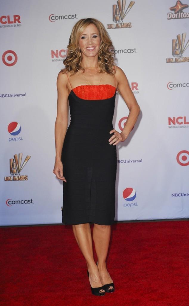 Looks de Felicity Huffman : une robe bustier noire et rouge sur tapis rouge !
