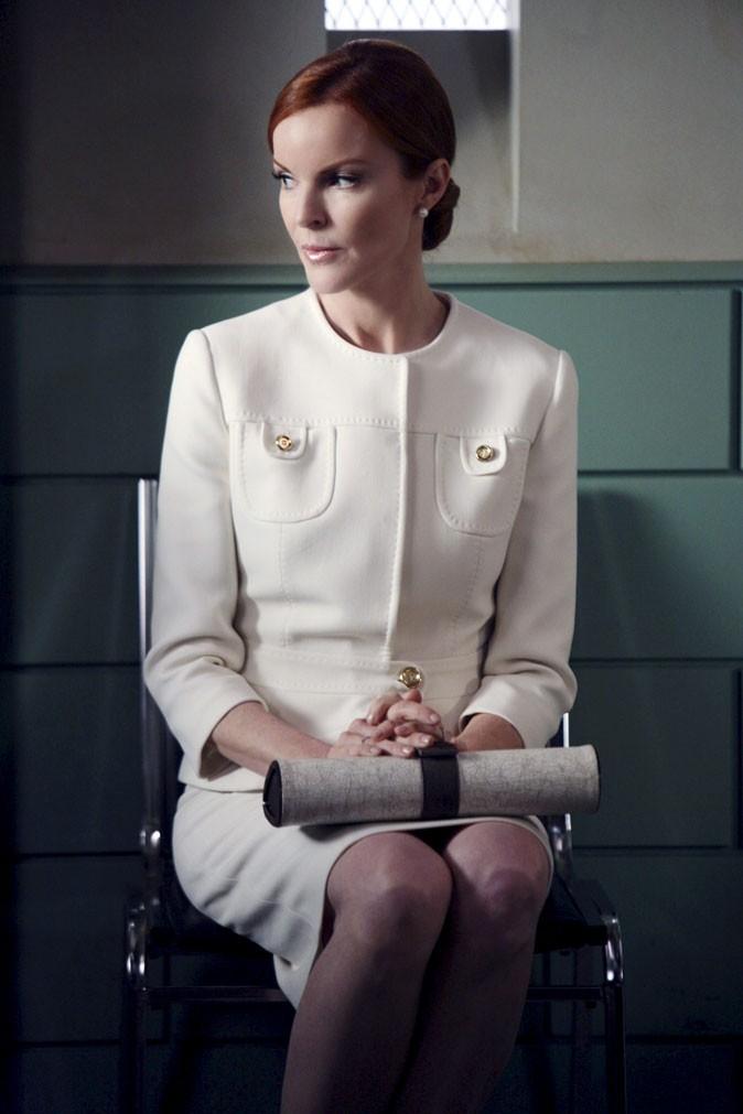 Looks de Marcia Cross : un tailleur crème chic dans Desperate Housewives !
