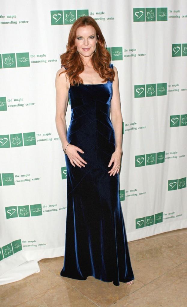 Looks de Marcia Cross : une robe longue en velours bleu nuit sur tapis rouge !