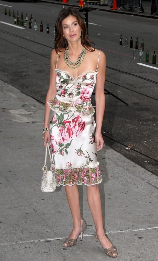 Looks de Teri Hatcher : une robe imprimée en satin esprit lingerie !