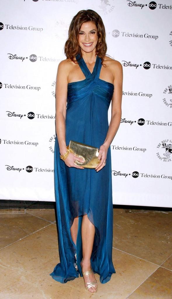 Looks de Teri Hatcher :  une robe longue bustier bleue sur tapis rouge !