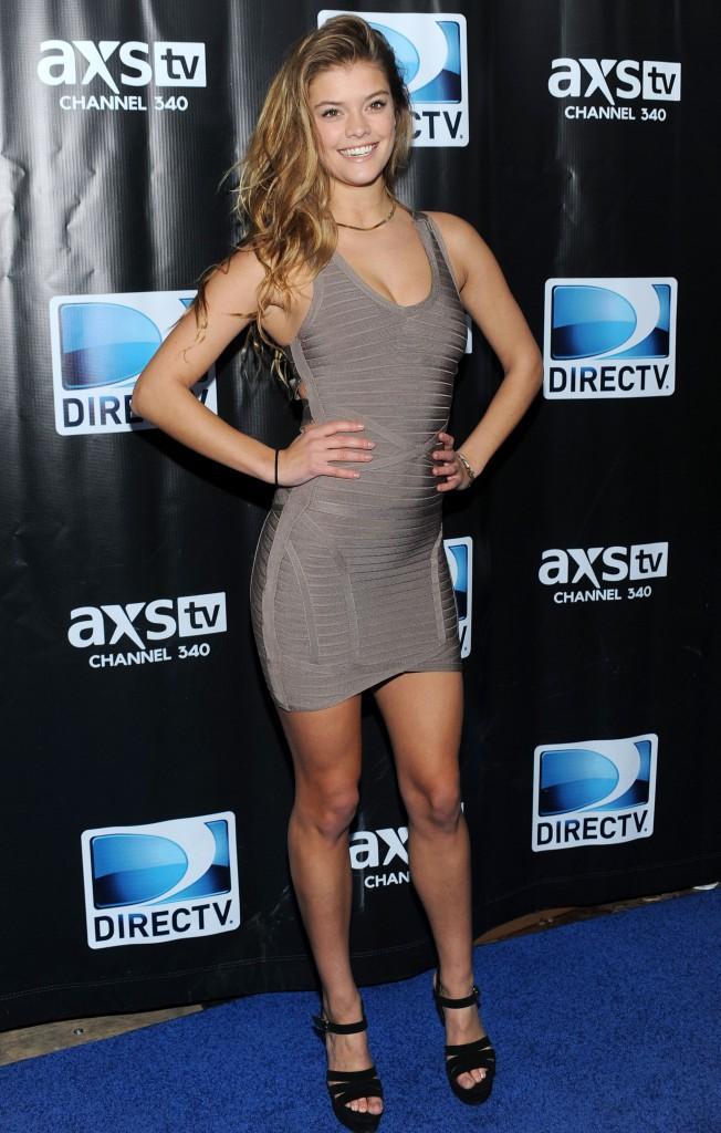 C'est booty shake party pour le CV fashion de Nina Agdal !