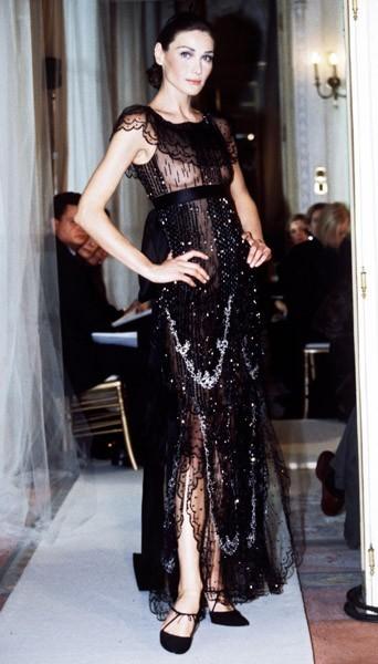 Carla en robe du soir