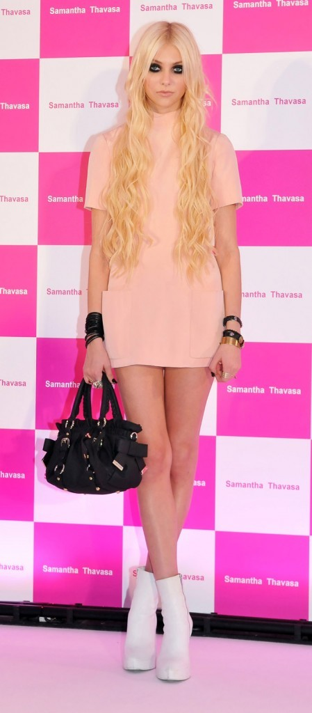 La mini-robe rose sage de Taylor Momsen en Juin 2011 !