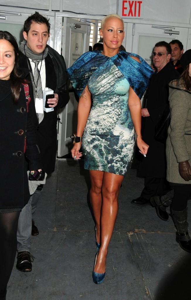 2010: Amber ne passant pas inaperçue lors de la Fashion Week.