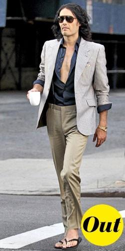 Mode homme 2011 : le décolleté plongeant de Russell Brand