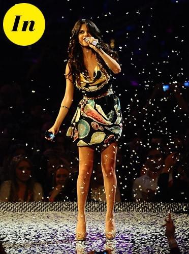 Selena Gomez en robe Moschino