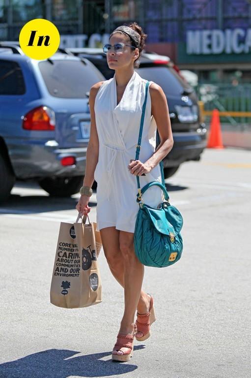 Eva Mendes et son sac Miu Miu