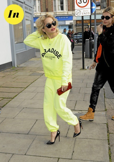 Le monochrome de Rita Ora