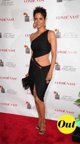 Halle Berry en robe à découpe ringarde