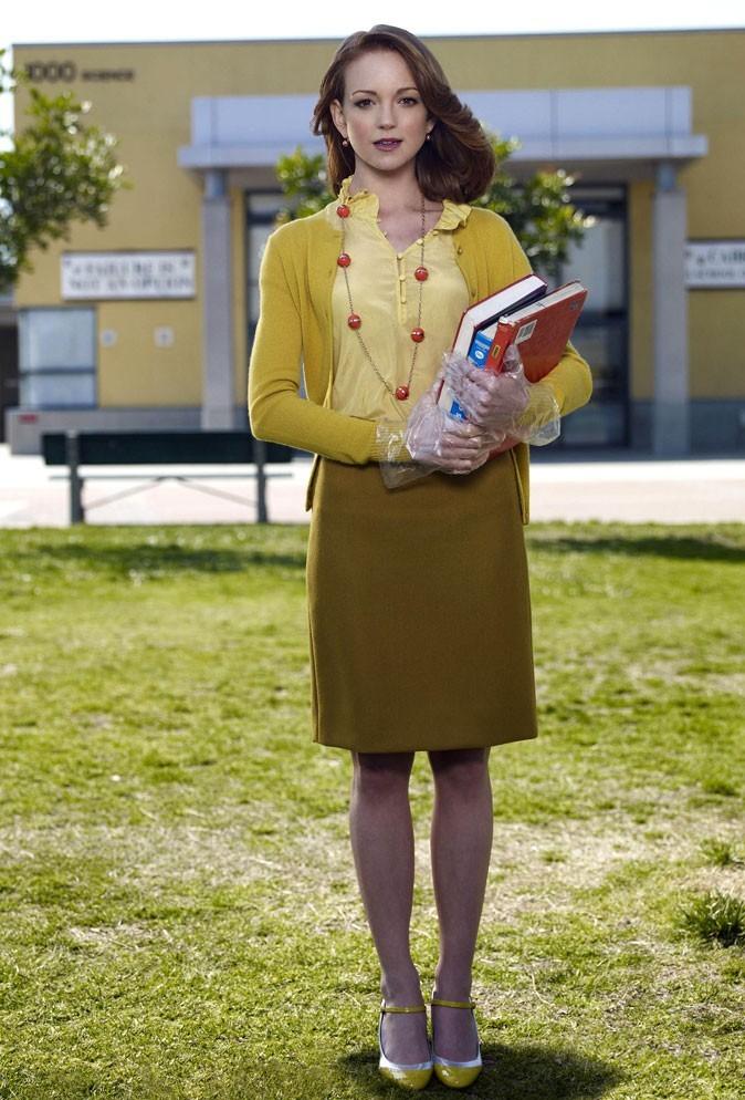 Look de Jayma Mays dans Glee : un camaïeu de jaune moutarde